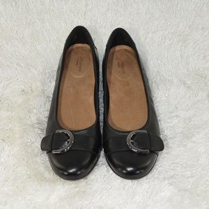 Unstructured women's flats by Clarks Size 8M